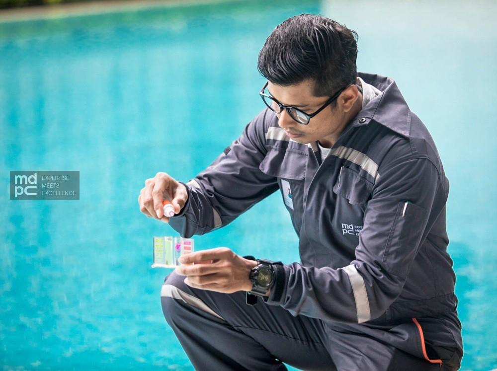 วัดค่า pH สระว่ายน้ำ